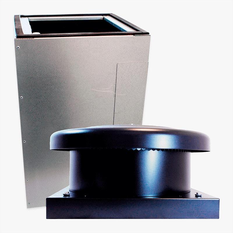 Produktbild på paket med takgenomföring och takmotorn FK ECo Flow i svart utförande.